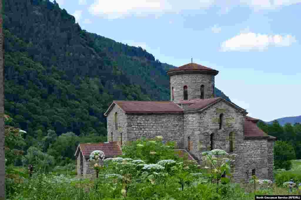 Один из трех древних христианских храмов, которые построены в десятом веке нашей эры