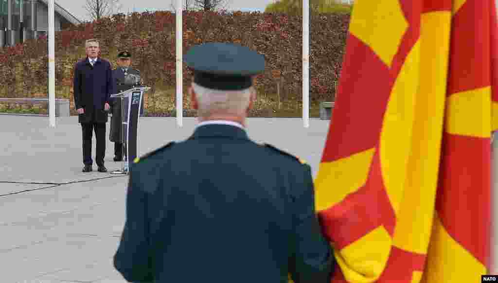 МАКЕДОНИЈА - Утрешниот состанок на министрите за надворешни работи на земјите членки на НАТО ќе биде првиот на кој ќе учествува и Северна Македонија, најновата членка на Алијансата. Генералниот секретар на Алијансата, Јенс Столтенберг, денеска го најави дневниот ред на министерскиот совет, кој за прв пат ќе се одржи преку видео врска поради панедемијата со коронавирусот.