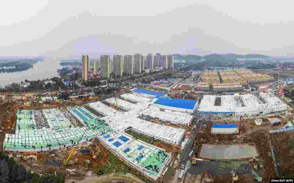 """China -- This aerial photo taken on February 2, 2020 shows the Huoshenshan hospital, which means """"Fire God Mountain"""", after handed over to China's army in Wuhan in China's central Hubei province. - China's army on February 2 was given control of a nearly-finished field hospital that will treat patients at the epicentre of a deadly virus epidemic that has severely strained medical facilities."""