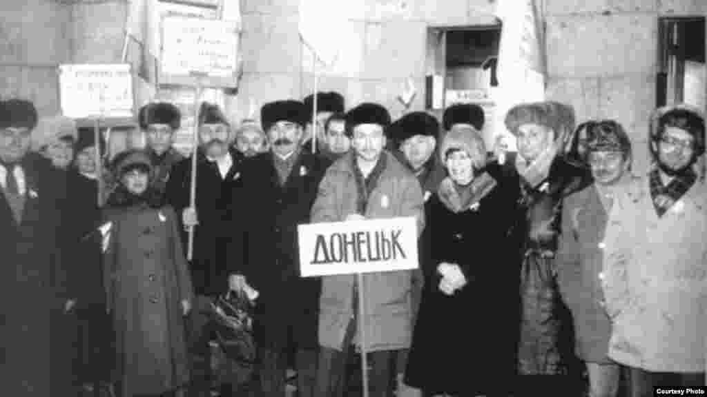 Донецкая делегация, прибывшая в Киев, чтобы стать частью «Живой цепи», которая символизировал Соборность Украины на пути к восстановлению Украинского государства