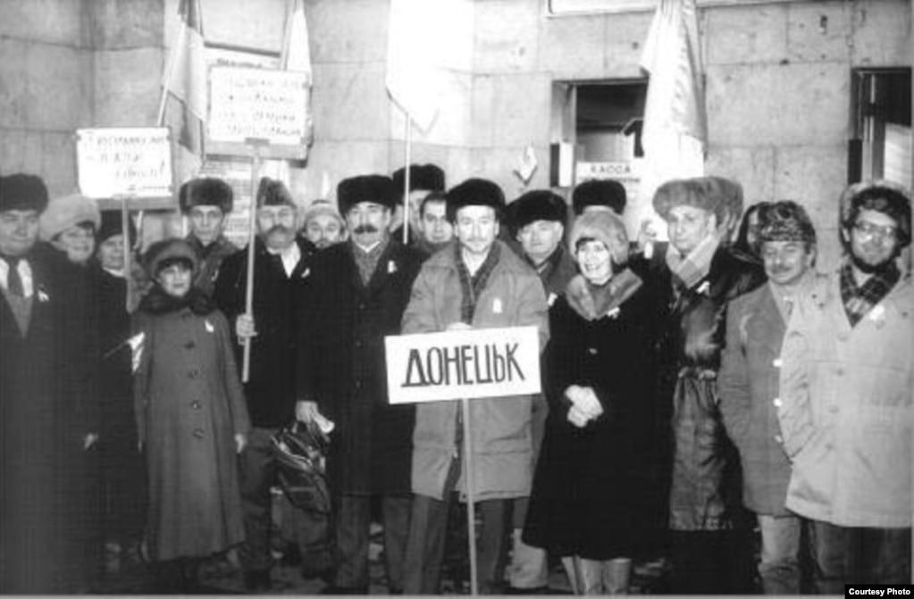Донецька делегація, яка прибула до Києва, щоб стати частиною «Живого ланцюга», котрий символізував Соборність України на шляху до відновлення Української держави