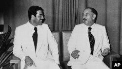 İraq prezidenti Ahmed Hassan al-Bakr (sağda) və Saddam Hussein, 1978-ci il