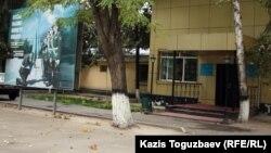 Алматы қаласының әскерге шақырылғандарды жинақтау орыны. Алматы, 13 қыркүйек 2012 жыл.