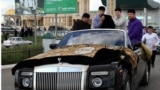 Нохчийчоь -- Кадыров ву Rolls-Royce Cabriolet машенахь. Цу тlехь Мохьмад Пайхамаран кад а, куз а бу боху, 21Гез2011
