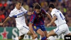 Златан Ибрагимович (ортада) - Швеция футболының ең жарық жұлдызына айналды. Барселона, 28 сәуір 2010 жыл