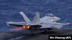 Військові літаки зіткнулися під час дозаправлення в повітрі