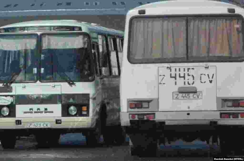 Автобусы с фальшивыми избирателями. Астана, 3 апреля 2011 года.