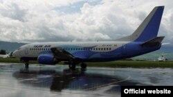 """Тажик Эйрдин"" Боинг–737-300 учагы, Душанбе эл аралык аба майданы, Тажикстан."