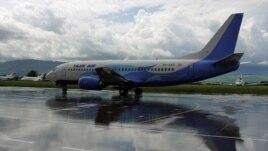 A TajikAir Boeing 737-300 (file photo)