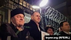 Колишні політв'язні Кремля Едем Бекіров і Олег Сенцов на акції в Києві