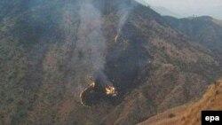 Місце авіакатастрофи у Пакистані