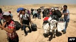 نازحون سوريون يعبرون الى إقليم كردستان العراق