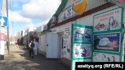 Закрытые торговые точки в Уральске. Западно-Казахстанская область, 21 марта 2020 года.