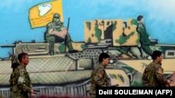 شبهنظامیان «نیروهای دمکراتیک سوریه» (اسدیاف) با پشتیبانی آمریکا درگیر نبرد با داعش بودهاند.