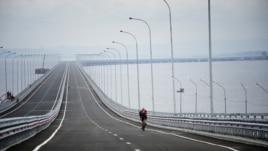 Со строительством моста на остров Русский к саммиту АТЭС во Владивостоке был связан целый ряд коррупционных скандалов