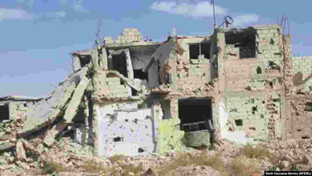 Этот дом практически полностью разрушен