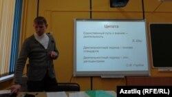 Укытучыларның белемен күтәрү институты хезмәткәре Андрей Клементьев