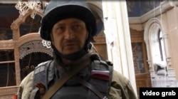 Чоловік, що називається членом збройного угруповання «Спарта»
