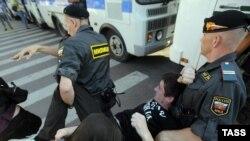 Так заканчиваются почти все акции оппозиционных движений в России