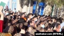 Регистрация абитуриентов в Унивеститет имени Сейди в Туркменабаде, август, 2020.