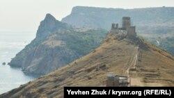 Вид с горы Спилия на Генуэзскую крепость в Балаклаве