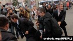 """Задержания в Минске участников акции """"Революция через социальную сеть"""" 3 июля"""