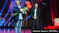 Продюсер фильма «Хрусталь» Валерий Дмитроченко (слева) и председатель жюри Сергей Бодров. Алматы, 19 сентября 2018 года.