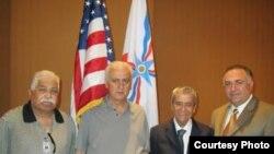 من اليمين:توم حرب,الشيخ سامي الخوري, الرئيس أدد اشورسين, النائب سرغون ليؤي