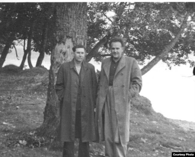 Міхал Іпатаў і Янка Брыль на адпачынку