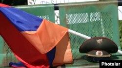 Արխիվ -- Ղարաբաղի պատերազմի վետերանները բողոքի ակցիա են անցկացնում Ազատության հրապարակում, 4-ը հունիսի, 2013թ․