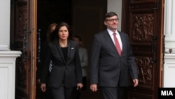 Metju Palmer, specijalni predstavnik američkog državnog sekretara za Zapadni Balkan. Na slici sa američkom ambasadorkom u Severnoj Makedoniji Kejt Brns (Kate Byrnes)