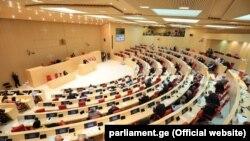 Финальное голосование по поправкам намечено на субботу, 14 июля, в ходе внеочередного заседания парламента