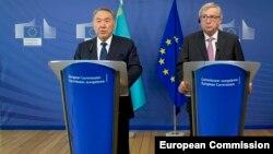 Претседателот на Казахстан, Нурсултан Назарбаев и претседателот на Европската комисија Жан-Клод Јункер