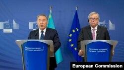 Европа комиссиясынын башчысы Жан-Клод Юнкер казак президенти Нурсултан Назарбаев менен. 30-март, 2016-жыл.
