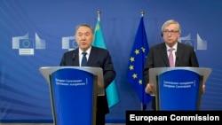 Президент Казахстану Нурсултан Назарбаєв (ліворуч) і голова Єврокомісії Жан-Клод Юнкер, Брюссель, 30 березня 2016 року