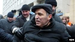 Правительство Германии считает необходимым немедленное освобождение Каспарова