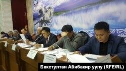 Заседание депутатской комиссии по изучению аварии на ТЭЦ Бишкека и использования 386 млн долларов на ее модернизацию.