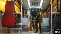 تصویری از ضدعفونیکردن اتوبوسها در تهران. عکس از ایرنا