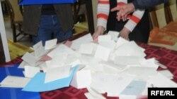 Prebrojavanje glasačkih listića, ilustracija