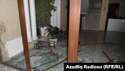 Разбитые во время акций протеста стекла. Исмаиллы, 24 января 2013 года.