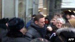 Момент задержания Алексея Навального