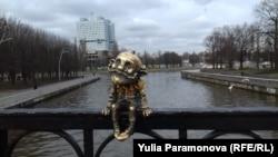 Хомлин Карл на Медовом мосту в Калининграде