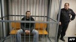 Aktivisti ndërkombëtar i organizatës Greenpeace mbahen në kafaz në një gjykatë ruse në Murmansk