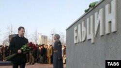 Russian President Dmitry Medvedev unveiling the monument to Boris Yeltsin in Yekaterinburg.