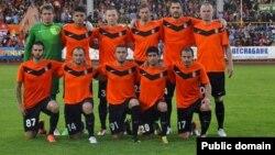 """Команда """"Шахтер"""" перед встречей с албанским клубом """"Скендербеу"""". Астана, 30 июля 2013 года."""