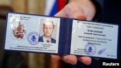 Оппозиционерди сот өкүмүнө бир күн калганда Москванын мэрлигине талапкер катары катташты, 17-июль, 2013