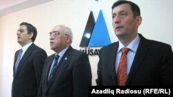 Azerbaijani opposition leaders Ali Kerimli, Isa Qambar, and Yusif Bagirzade (left to right) attend the meeting in Baku.