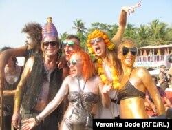 Российские туристы на одном из пляжей Гоа