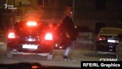 Із відомчої автівки біля офісу Валерія Хорошковського вийшов заступник керівника ОП Андрій Смирнов