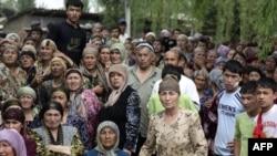 Grupa uzbekistanskih izbeglica blizu granice Kirgistana i Uzbekistana, 15. jun 2010.